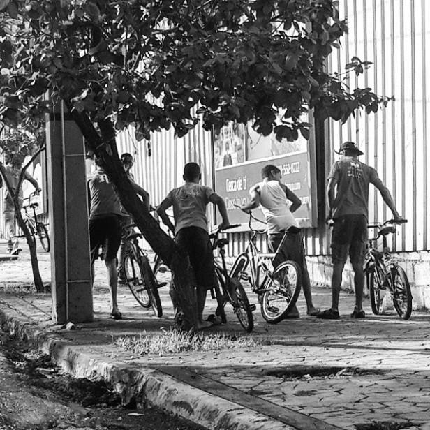 AV. Tiradentes, niños en bicicleta